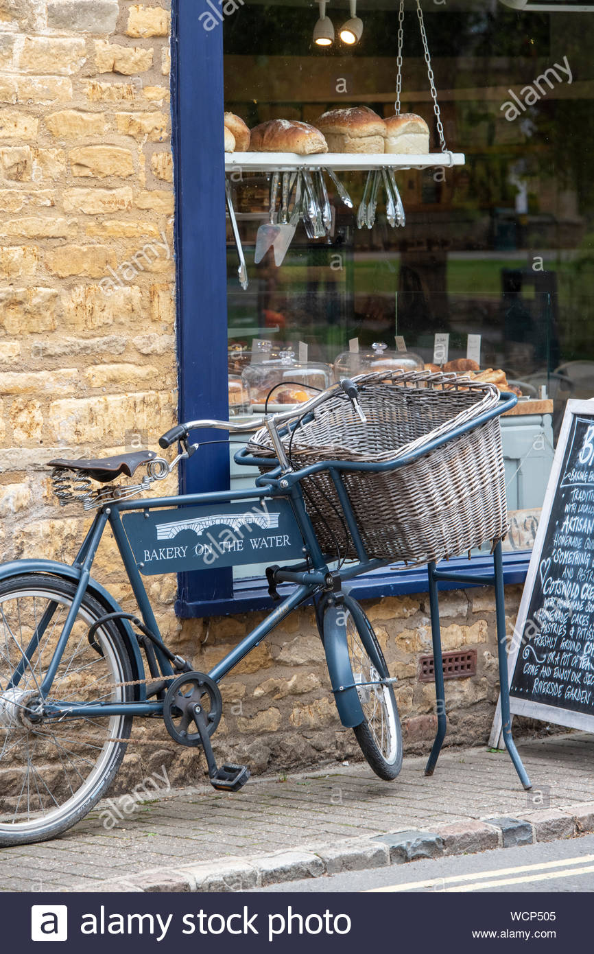 bakery-shop-bakery-on-the-water-bourton-on-the-water-cotswolds-gloucestershire-england-WCP505.jpg